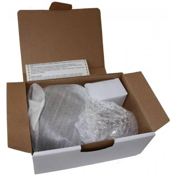Détail boîte du diffuseur Pomme verte socle galet bois foncé - 100 m²