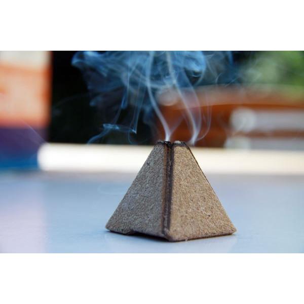 Pyramide fumigène anti-insectes naturel Volkano - Image d'ambiance