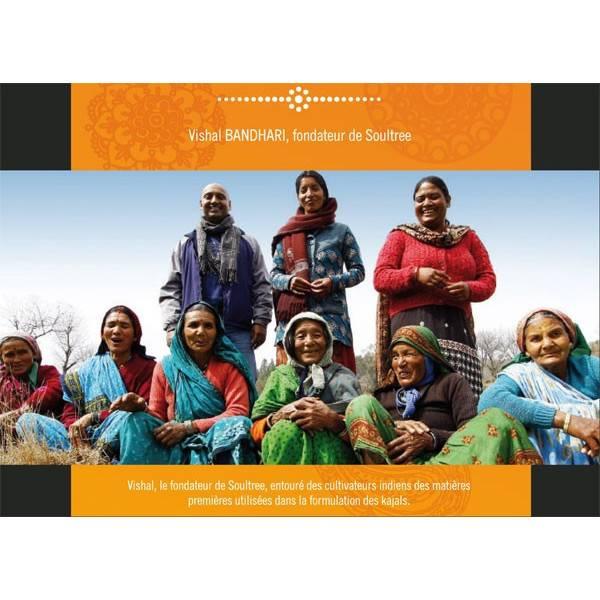 Vishal Bandhari, fondateur de Soultree, entouré des cultivateurs indiens des matières premières utilisées dans la formulation de
