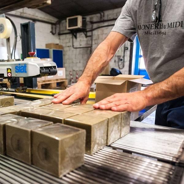 Fabrication des cubes de Savon de Marseille Olive La Corvette