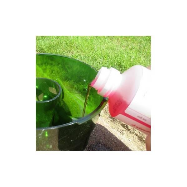 Remplissage du piège avec l'appât liquide alimentaire Protecta