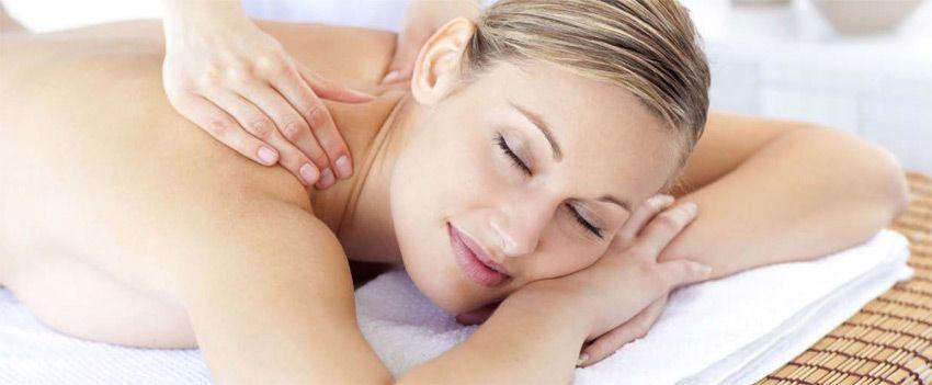 Massage à base d'huiles de soins bio