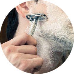 Se raser la barbe avec une mousse à raser