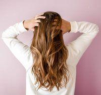 Utiliser le rhassoul comme shampooing sec
