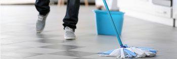 Laver le sol avec du savon noir